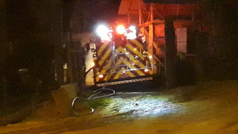 Empresa de móveis ficou completamente destruída durante incêndio no interior de Arabutã – Foto: Bombeiros Voluntários de Arabutã/Divulgação