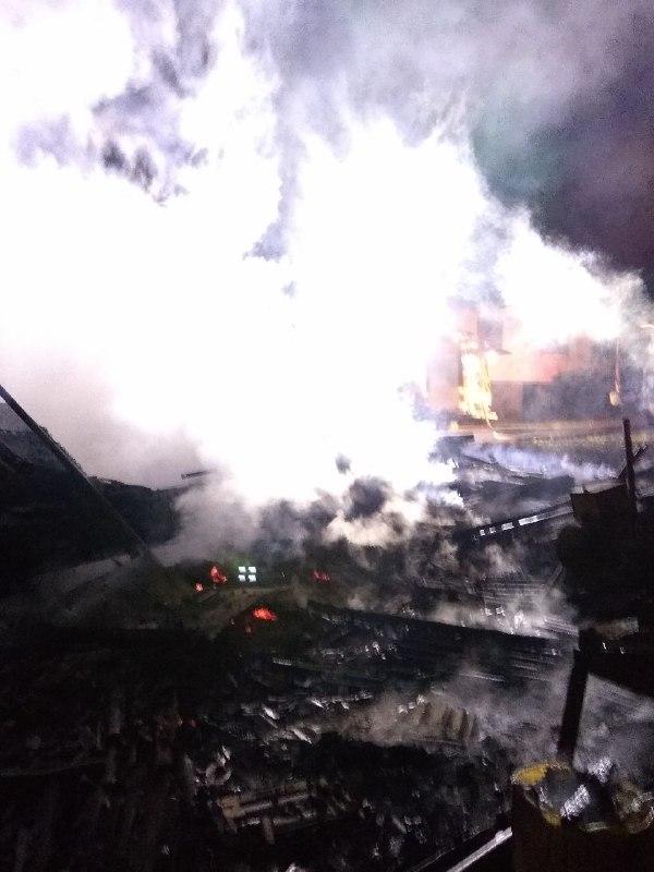 Durante horas, bombeiros conseguiram controlar as chamas utilizando cerca de 17 mil litros de água - Bombeiros de Chapecó/Divulgação/ND