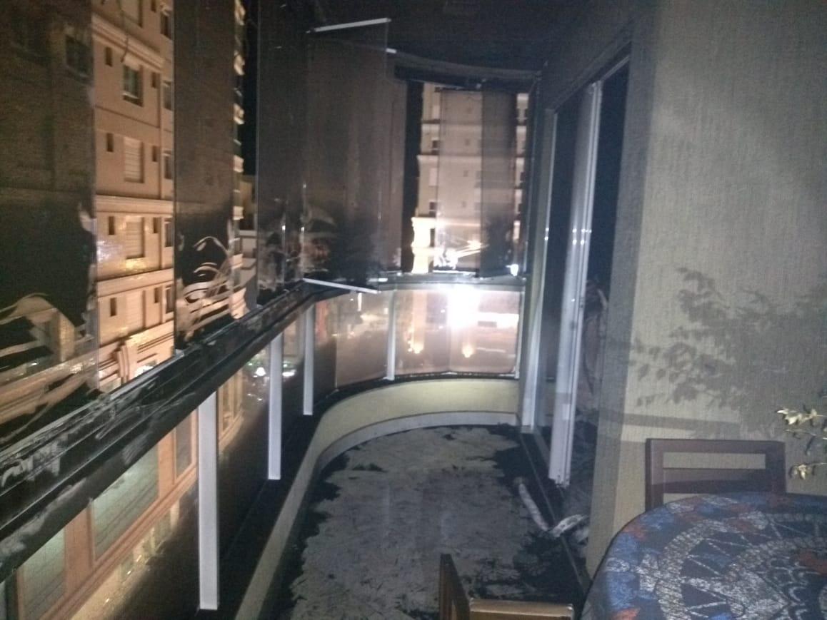 Prédio precisou ser evacuado - CBMSC/Divulgação/ND
