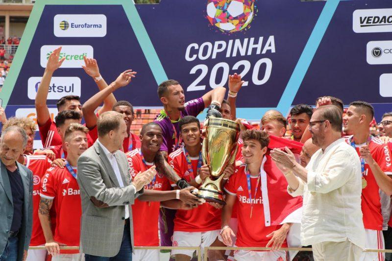Inter, de Emerson Júnior [em destaque], levantou a Copa São Paulo de Futebol pela 5ª vez na história – Foto: SCI/divulgação