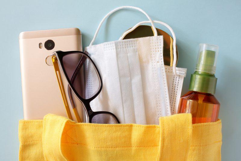 – Bolsa de praia com os itens essenciais.