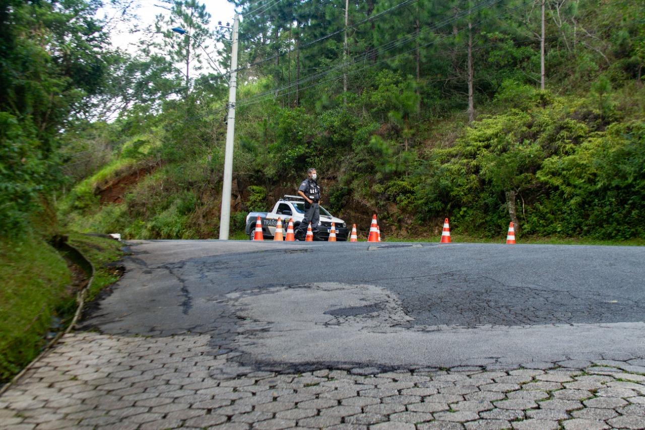 Barreiras policiais foram montadas em Itajaí, para garantir o cumprimento das medidas de prevenção - Almir Rodrigues/NDTV