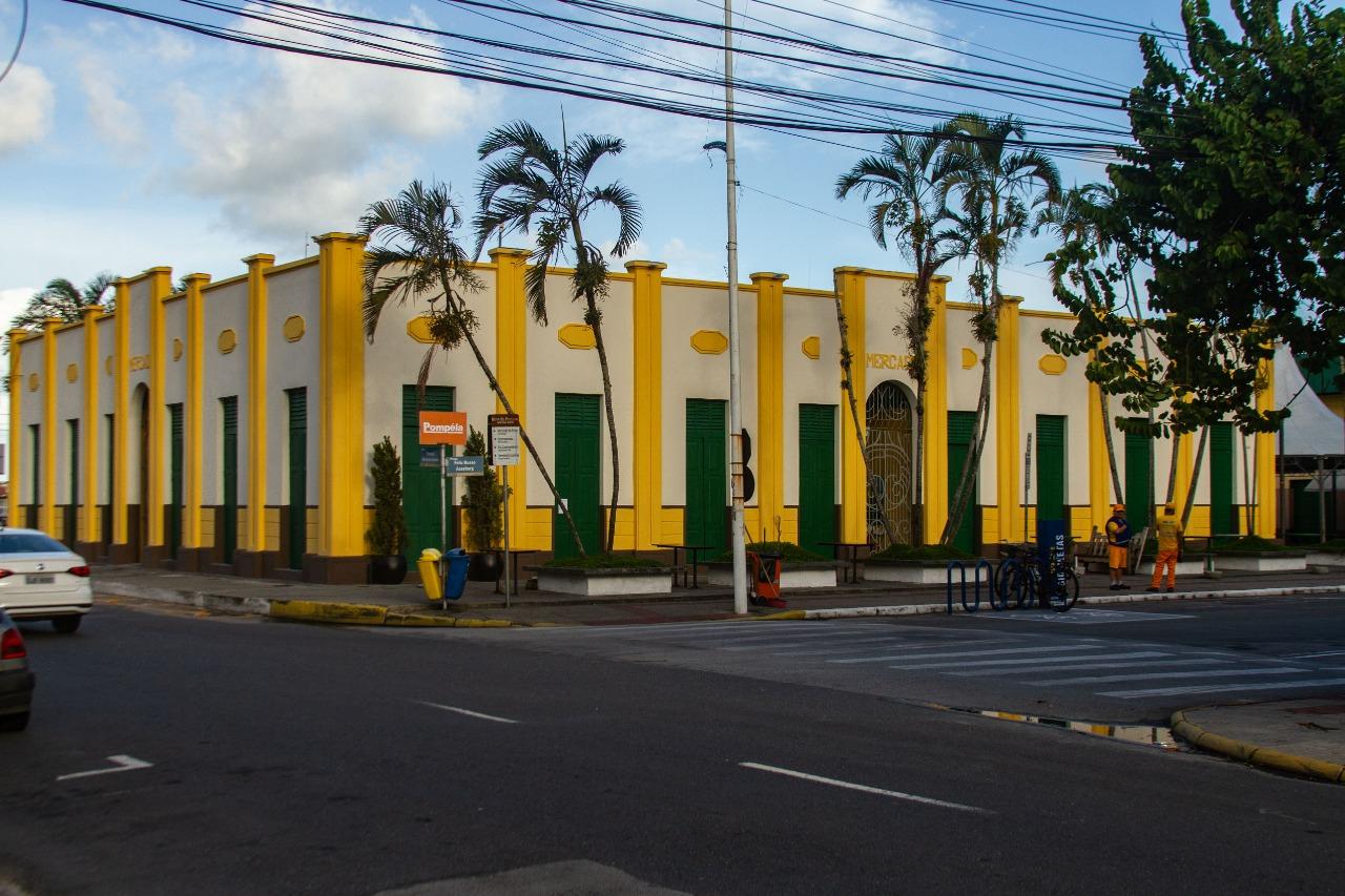 Pontos turísticos, como o Mercado do Peixe de Itajaí, estavam fechados na manhã deste sábado (26) - Almir Rodrigues/NDTV