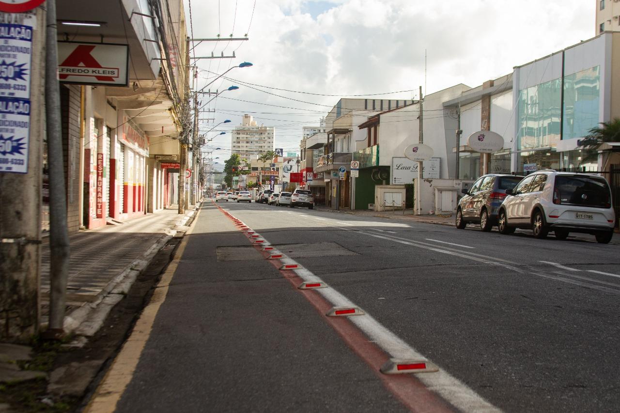Algumas ruas do Centro de Itajaí estavam vazias neste sábado (27) - Almir Rodrigues/NDTV