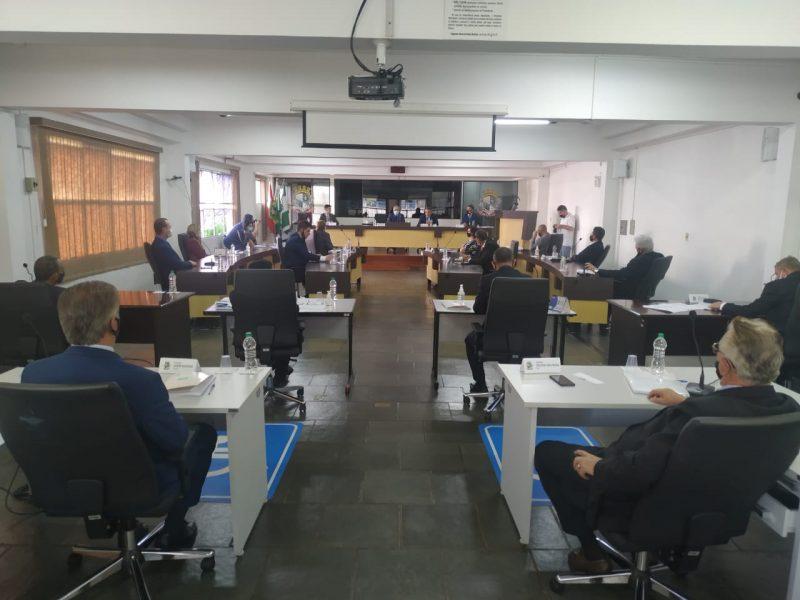 A primeira sessão definiu as comissões de trabalho – Foto: Junior Spindula NDTV Chapecó (9)