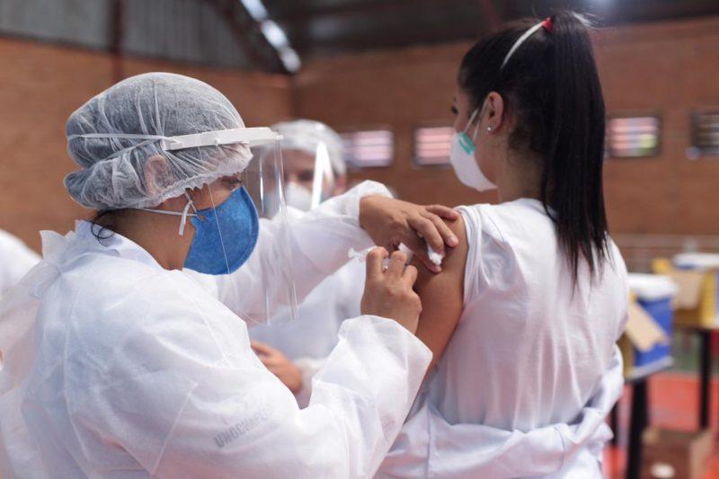 Mais de 60 mil pessoas foram vacinadas com a primeira dose no município – Foto: Leandro Schmidt/Prefeitura Chapecó/Divulgação/ND