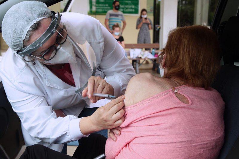 Vacinação de idosos acima de 90 anos iniciou nesta terça-feira em Chapecó. – Foto: Leandro Schmidt/Prefeitura de Chapecó/ND