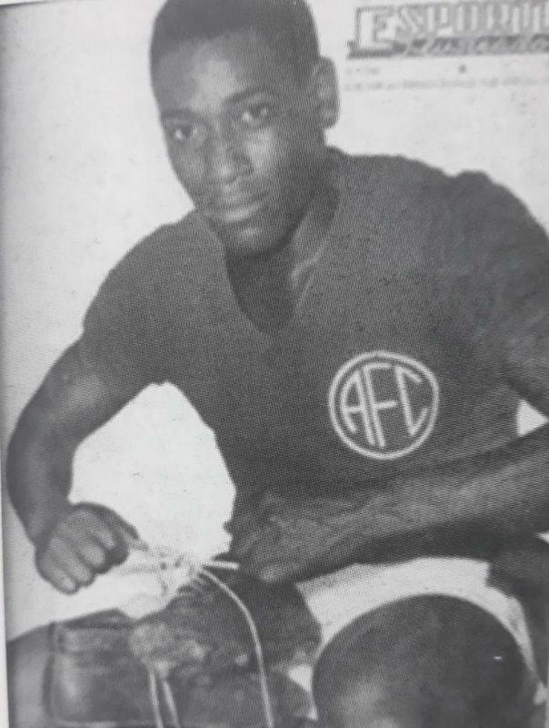 De Biguaçu, Leônidas da Selva brilhou no América e chegou na Seleção Brasileira – Foto: Leônidas/Capa Esporte Ilustrado/1955