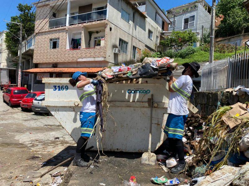 Trabalhadores da Comcap trabalham para normalizar a coleta de rejeitos na cidade – Foto: Maria Fernanda Salinet/ND