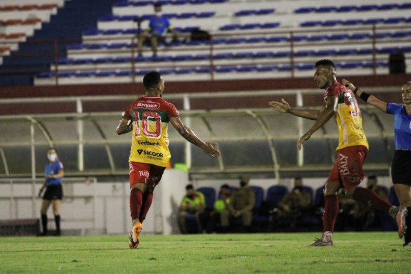 Thiago Alagoano, sempre ele, marcou para o Brusque sobre o vizinho Metropolitano – Foto: Lucas Gabriel Cardoso/Brusque FC/divulgação