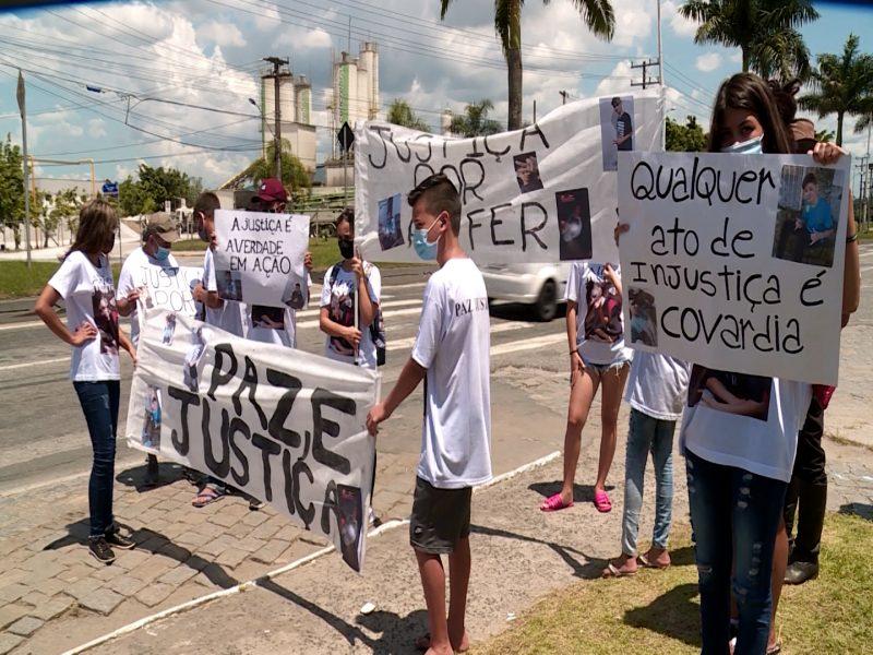 Família pede justiça por jovem de 16 anos morto pela PM em Itajaí – Foto: Elias Gotaski/NDTV