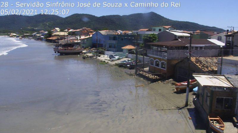 Maré alta no Pântano do Sul, em Florianópolis