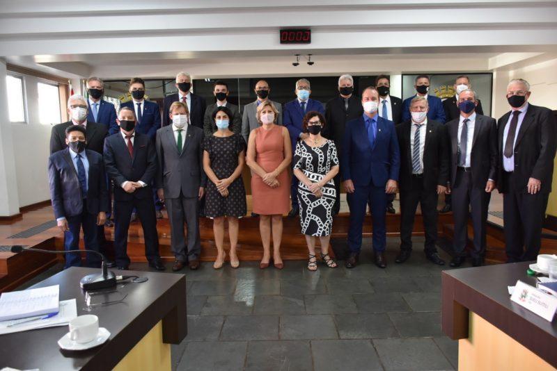 Os 21 vereadores eleitos em 2020 iniciaram os trabalhos nas sessões. – Foto: Maurício Zanela/Câmara de Vereadores