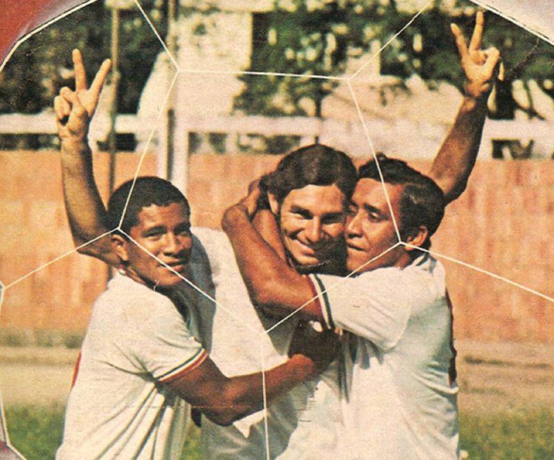 """Mickey imortalizou o gesto da """"vitória"""" nas suas comemorações. – Foto: Mickey/Capa da revista Placar/1970"""