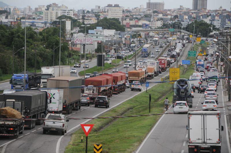 Engarrafamento na BR-101, na Grande Florianópolis: cenário comum para quem é usuário – Foto: Leo Munhoz/ND