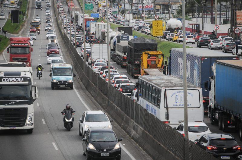 Região da Grande Florianópolis é um dos pontos com maior tráfego de veículos na BR-101 – Foto: Leo Munhoz/ND