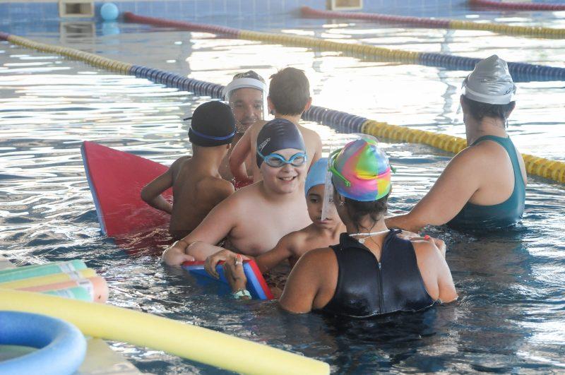 crianças com autismo natação