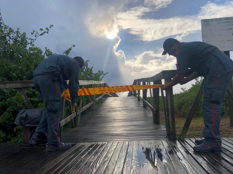 Sinalização de bloqueio de acesso às praias de Navegantes durante Lockdown – Foto: Corpo de Bombeiros/Divulgação