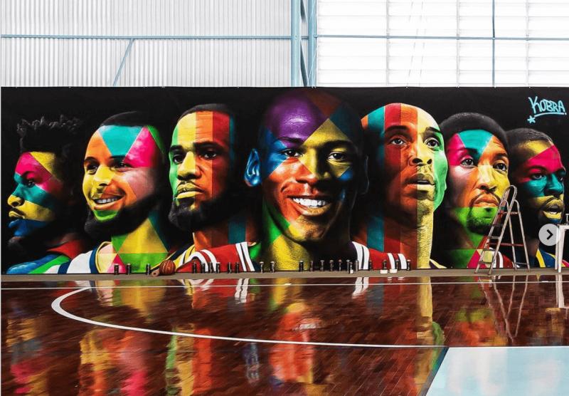 Neymar não apenas tem uma quadra de basquete em casa, mas mandou fazer um mural desses – Foto: Reprodução Instagram
