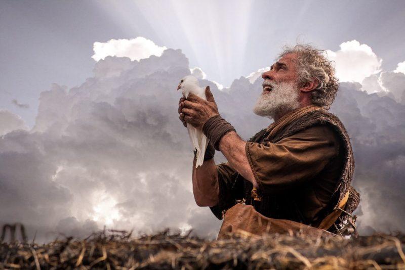 Ator Oscar Magrini interpreta Noé, em Gênesis – Foto: RecordTV/Divulgação/ND
