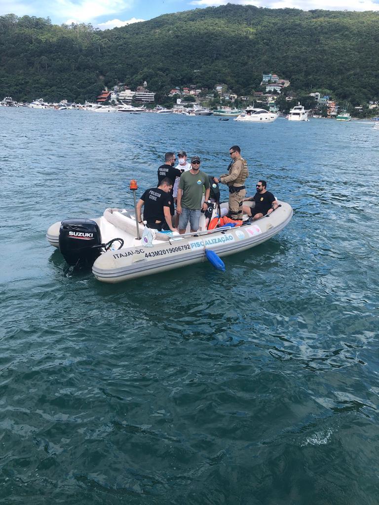 Durante a operação também foram realizados testes de etilômetro em pilotos das embarcações - Polícia Civil/Divulgação