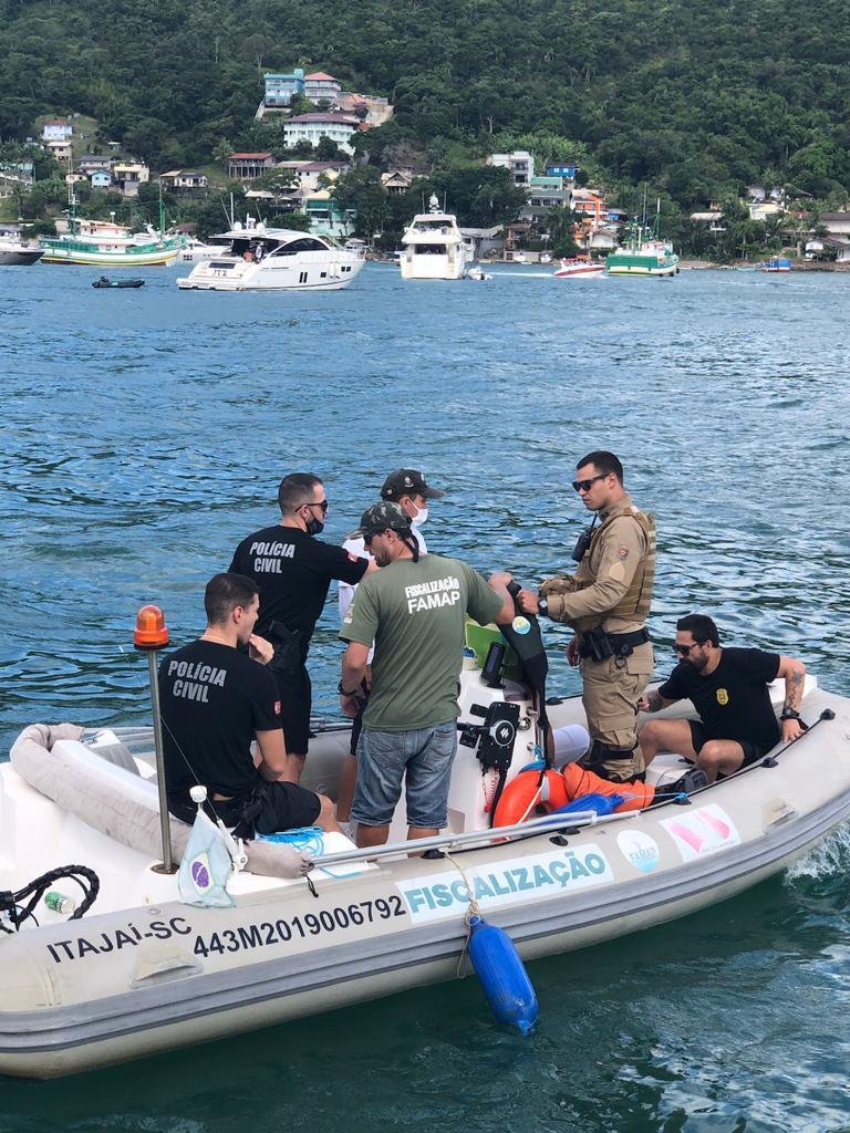 A ação foi em conjunto cm o Corpo de Bombeiros, Polícia Militar, Polícia Militar Ambiental, FAMAP, Secretaria Municipal de Segurança e Guarda Municipal Porto Belo - Polícia Civil/Divulgação
