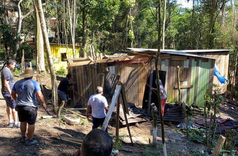 Casebres em construção foram demolidos em terreno particular – Foto: PMSJ/Divulgação/ND