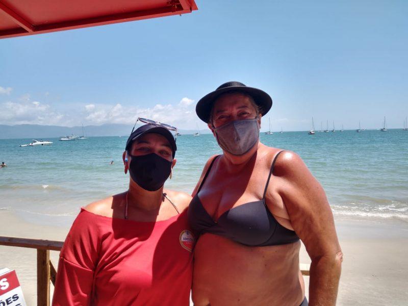 Patrícia Wurdig e Tânia Albani, na praia de Jurerê Tradicional – Foto: Bruna Stroisch/ND