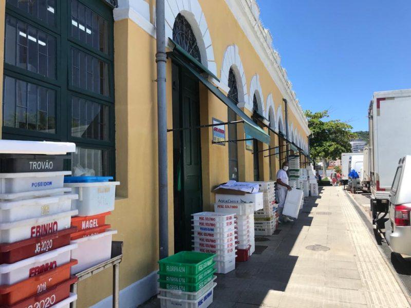 Peixarias movimentam o comércio no Mercado Público de Florianópolis – Foto: Bruna Stroisch/ND