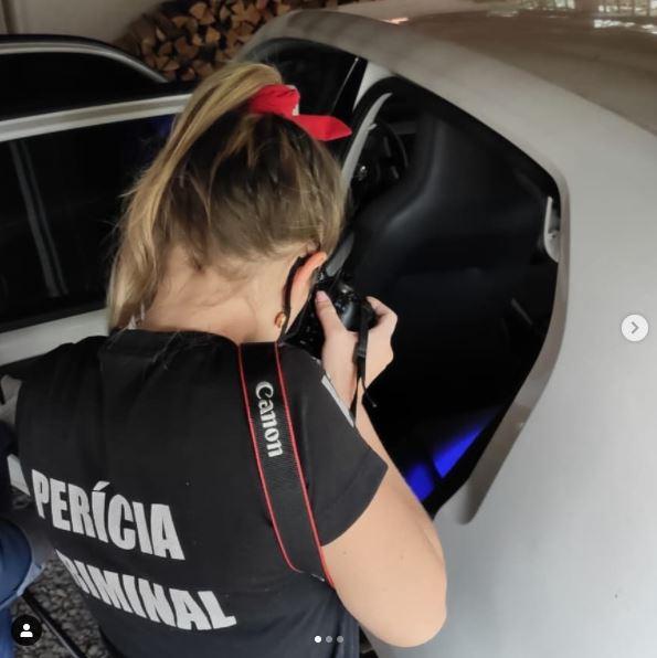 Equipe da criminalística do IGP de Chapecó realizou perícia no carro VW/Up que foi recuperado no RS após desaparecimento do casal – Foto: IGP/Divulgação/ND