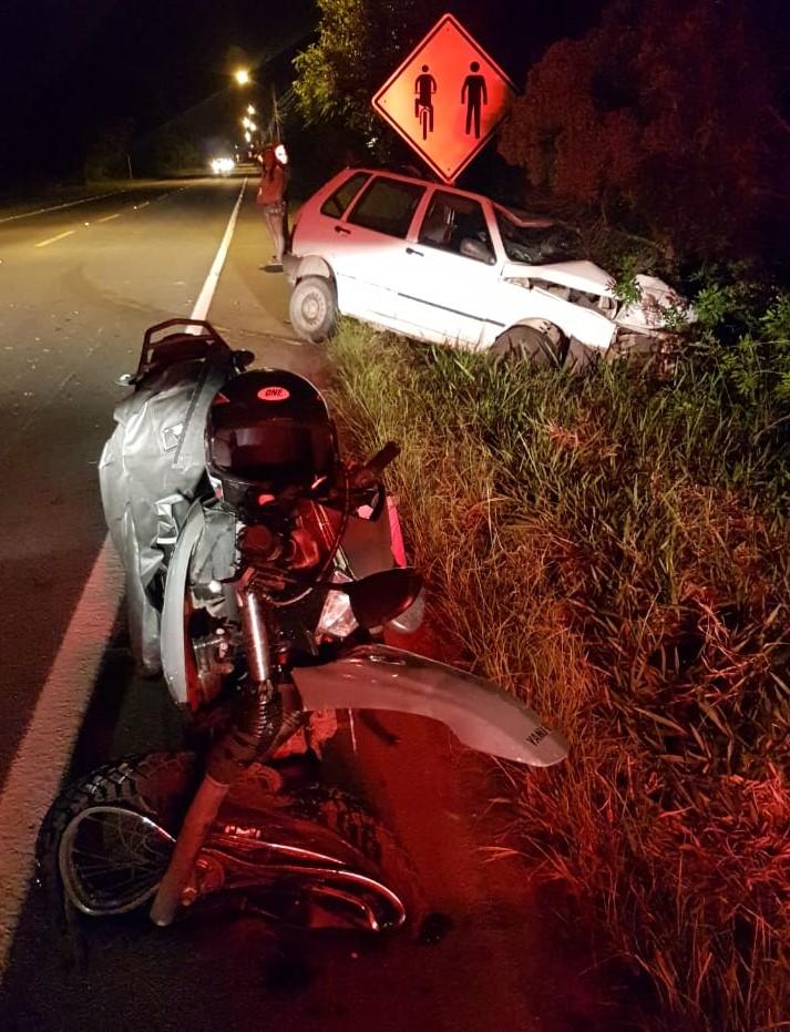 O motorista do carro foi conduzido à delegacia, após não aceitar fazer o teste do bafômetro. - PMRv/Divulgação/ND