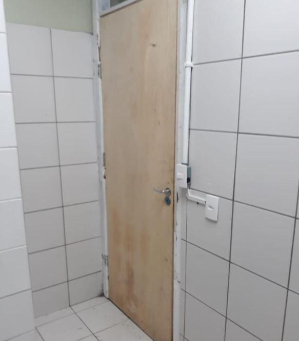 Entre as melhorias, estão a colocação e melhoria de chuveiros, banheiros, portas, parte hidráulica, elétrica, tanque e cozinha - Divulgação/PMF