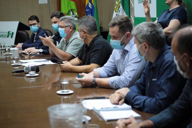 Prefeito e secretários se reuniram na tarde de segunda-feira (1º) para oficializar o interesse pelas doses da vacina russa – Foto: Leandro Schmidt/Divulgação/ND