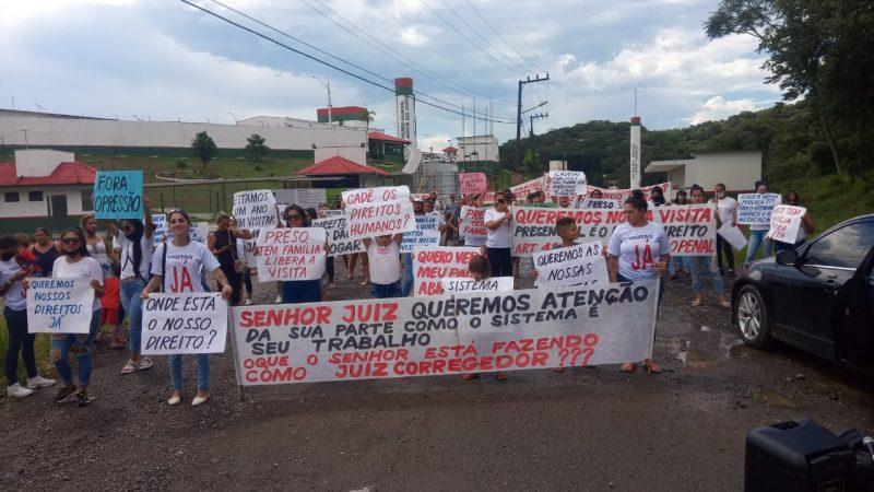 Familiares continuam com protesto que iniciou na segunda-feira (15) em Joinville – Foto: Divulgação/ND