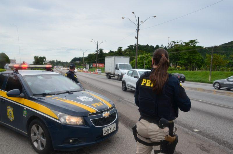 Durante a Operação Carnaval em 2018, a PRF registrou 188 acidentes. O número caiu nos dois anos seguintes, com 156 e 133 acidentes – Foto: Divulgação/PRF/ND