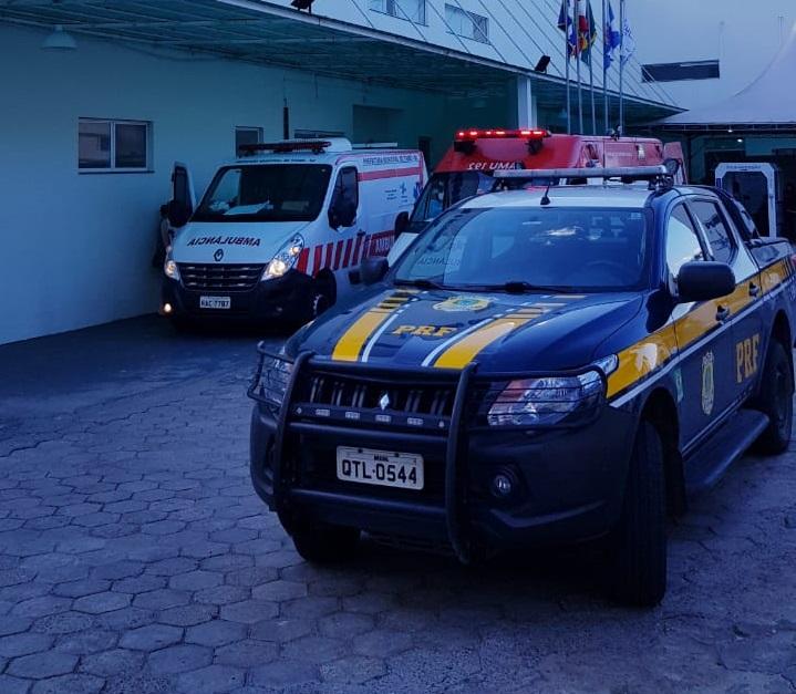 PRF escolta ambulâncias com pacientes de Covid-19 pela BR-470 – Foto: Divulgação/Polícia Rodoviária Federal