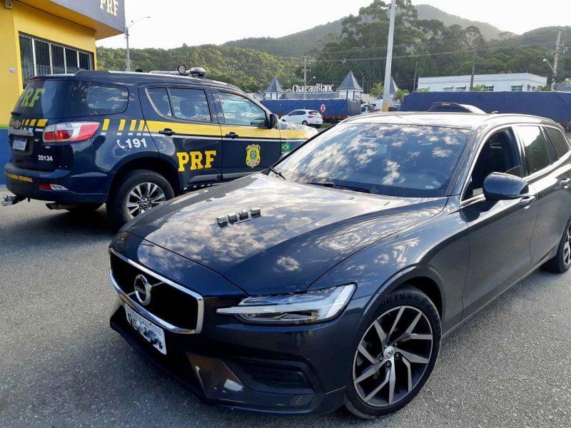 Carro foi recuperado, além dos pertences da vítima – Foto: PRF SC/Divulgação