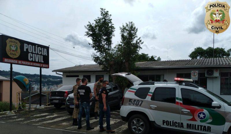 Prisão do casal aconteceu na tarde de quarta-feira (3) em Herval d'Oeste – Foto: PC/Divulgação/ND