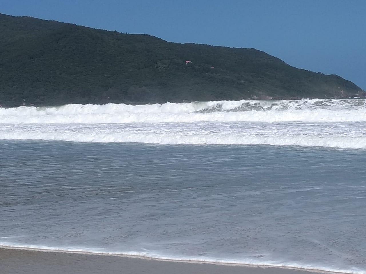 Defesa Civil informou que a condição de mar agitado se estende para todo o Litoral - Andréa da Luz/Divulgação/ND