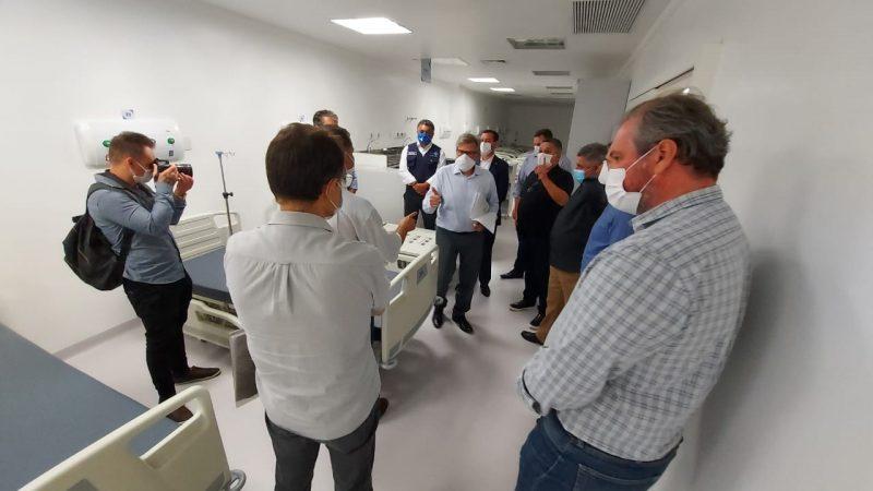 Secretário esteve no Hospital Regional do Oeste – Foto: Alcebiades Santos/HRO/ND