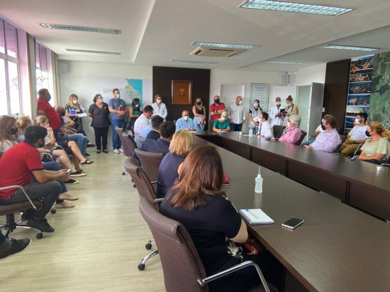 Representantes das escolas particulares de Itajaí se reúnem com executivo Municipal pedindo a revogação do decreto que suspende as aulas presenciais por duas semanas, a partir de 1º de março – Foto: Divulgação