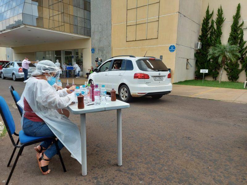 Vacinação de idosos aconteceu em frente ao Centro de Eventos e no Parque da Efapi em sistema de Drive Thru – Foto: Rodrigo Gonçalves/NDTV Chapecó
