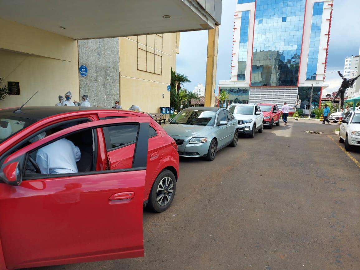 Vacinação ocorreu em frente ao Centro de Eventos e no Parque da Efapi em sistema de Drive Thru - Rodrigo Gonçalves/NDTV Chapecó