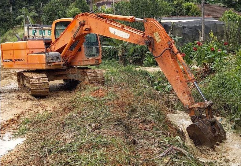 Equipes seguem trabalhando para amenizar estragos em Santo Amaro da Imperatriz – Foto: Reprodução/Facebook