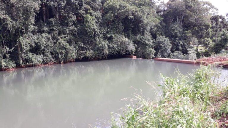 Dejetos de porcos em rio suspende captação de água em cidade de SC – Foto: Casan/ND