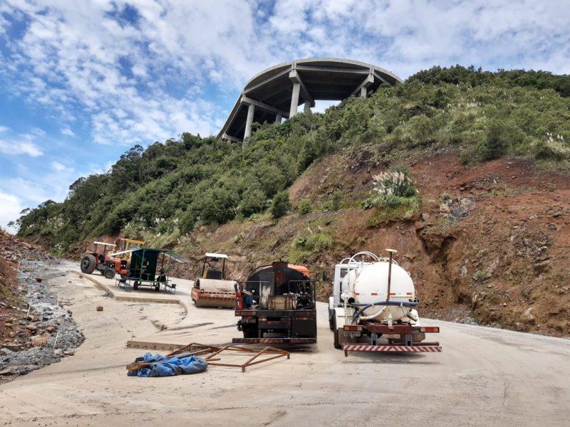 A pista da serra da Rocinha é toda em concreto – Foto: Serra da Rocinha viaduto