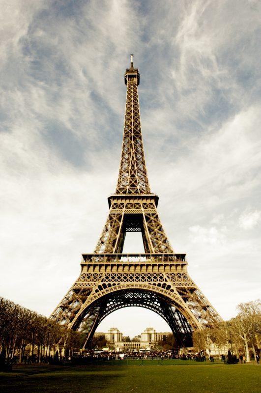 Torre Eiffel na sua próxima cor: DOURADA