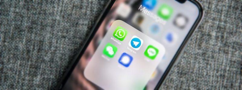 Aprenda a transferir o histórico de conversa do WhatsApp para o Telegram - Adem AY on Unsplash