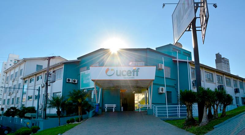Fachada da universidade UCEFF em Chapecó