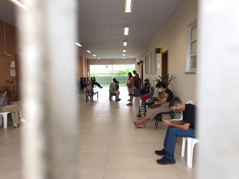 """Na Grande Florianópolis, dois hospitais estão com 100% de ocupação. A médica Paola David, diretora do hospital Regional de Biguaçu, lamentou o momento em que vive o hospital: """"Vamos ter que escolher quem vem e quem fica, com base no quadro médico e idade"""" – Foto: Leo Munhoz/ND"""